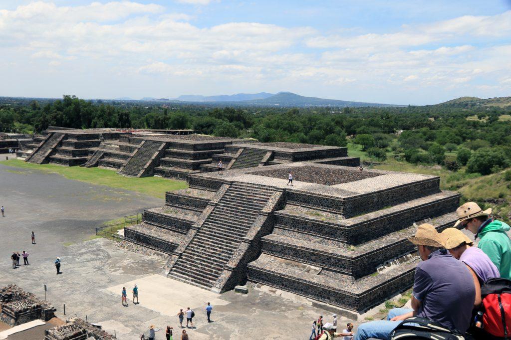 Teotihuacan: Ausblick von der Mondpyramide aus.