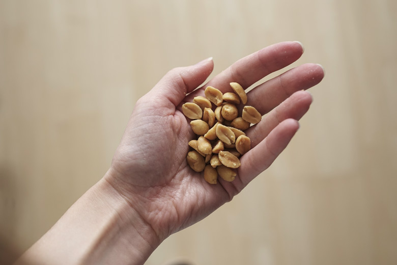Eine handvoll Erdnüsse ist gut bei trockener Haut